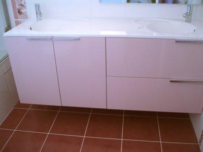 salle de bains avec baignoire en quaryl. Black Bedroom Furniture Sets. Home Design Ideas