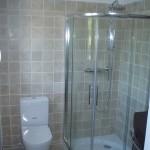 Vasque marbre et douche quart de rond à Boulouris
