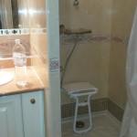 Aménagement douche extra plate anti-dérapant réalisé sur Saint-Raphaël