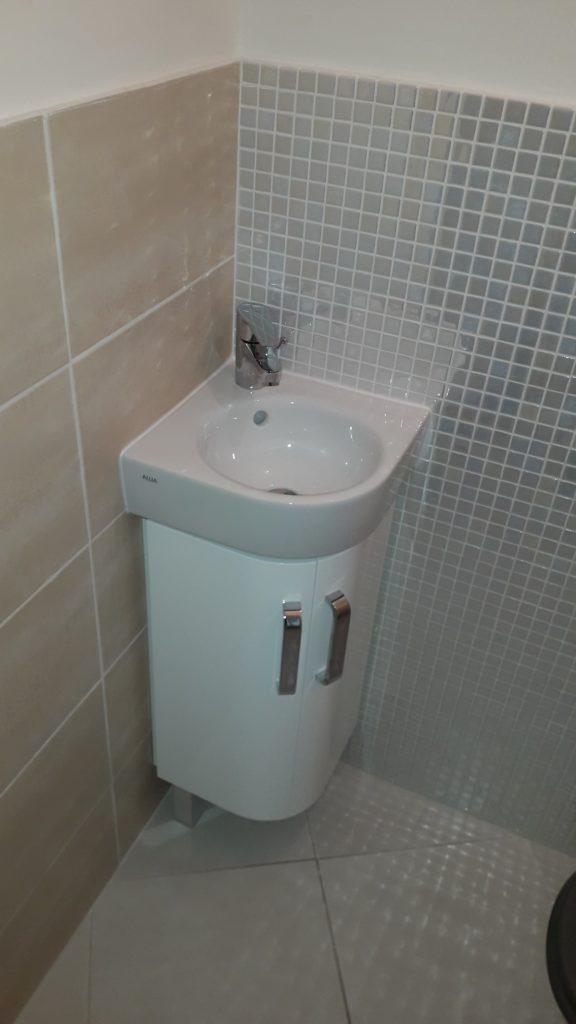 Exemple d'un meuble       lave-mains d'angle