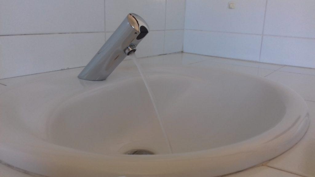 Mitigeur lavabo automatique electronique sur plage